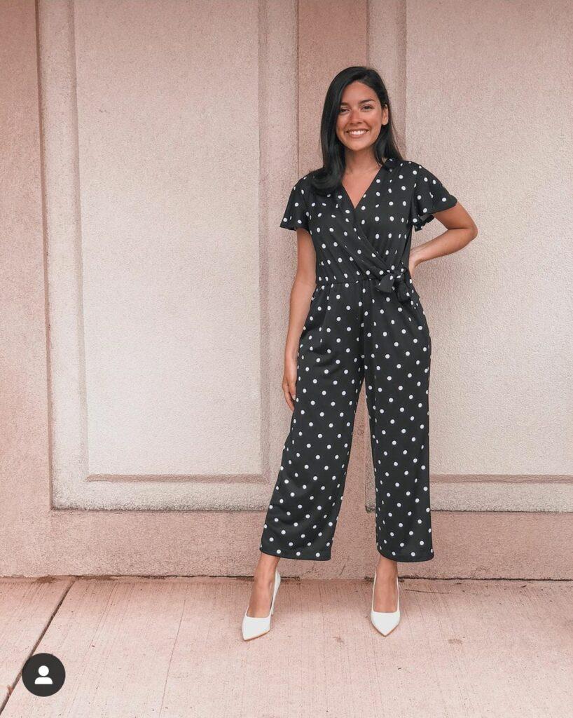 petite fashion blogger in jumpsuit